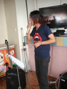 """Eury performs """"Niji"""""""